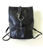 イタリヤ 伊太利屋 バッグ リュック デイパッグ クロコ型押し レザー ポーチ付 黒 ブラック 本革 かばん 鞄 カバン